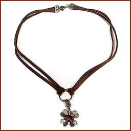 CHARM NECKLACE FLOWER ON DOUBLE SUEDE